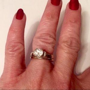 Jewelry - Gorgeous engagement/wedding ring set